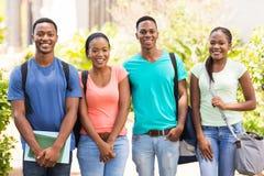 estudantes que estão junto fotografia de stock royalty free