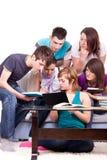 Estudantes que estudam junto para casa Foto de Stock Royalty Free