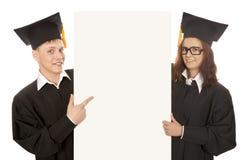 Estudantes que guardam a bandeira vazia imagem de stock
