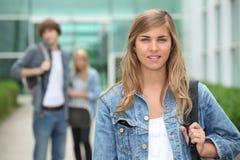 Estudantes que saem da escola Foto de Stock Royalty Free