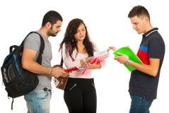 Estudantes que têm a discussão Imagem de Stock Royalty Free