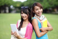 Estudantes universitário felizes da menina Fotos de Stock
