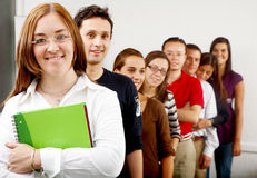 Estudantes universitários e um professor Fotos de Stock