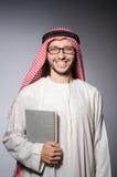 Estudiante árabe con el libro Imagenes de archivo