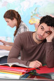 Estudiante aburrido en sala de clase Imagen de archivo libre de regalías