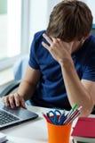 Estudiante adolescente cansado Imágenes de archivo libres de regalías