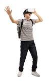 Estudiante adolescente con auriculares de VR Foto de archivo