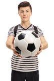 Estudiante adolescente con un fútbol Fotos de archivo libres de regalías