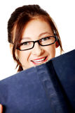 Estudiante adolescente con un libro. Foto de archivo libre de regalías