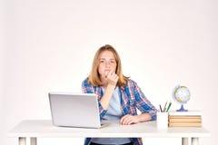 Estudiante adolescente en el escritorio Imagen de archivo