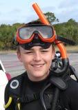 Estudiante adolescente feliz del equipo de submarinismo Fotos de archivo libres de regalías