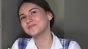 Estudiante adolescente femenino And Happiness de la colegiala almacen de metraje de vídeo