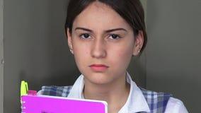 Estudiante adolescente femenino infeliz de la colegiala metrajes