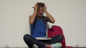 Estudiante adolescente femenino loco And Stress almacen de metraje de vídeo