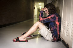Estudiante adolescente joven en la universidad Imagen de archivo libre de regalías