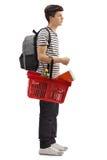 Estudiante adolescente que espera conforme a una cesta de compras Imágenes de archivo libres de regalías