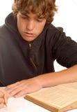 Estudiante adolescente que hace la preparación Imagenes de archivo