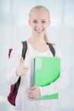 Estudiante adolescente que muestra el pulgar para arriba Imagenes de archivo