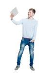 Estudiante adolescente que sostiene una tableta Imagen de archivo