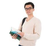 Estudiante adulto asiático con los libros Imagen de archivo libre de regalías