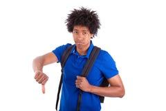 Estudiante afroamericano joven que hace el peop africano de los pulgares abajo - Imagen de archivo libre de regalías