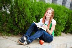 Estudiante al aire libre Foto de archivo libre de regalías