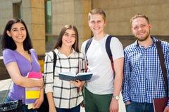 Estudiante al aire libre imagen de archivo