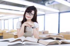 Estudiante amistoso que sonríe en la clase 1 Imagen de archivo