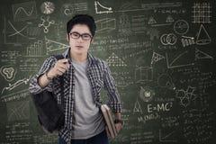 Estudiante arrogante masculino en la clase Imagen de archivo libre de regalías