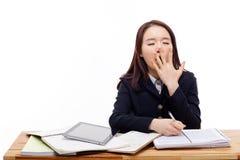 Estudiante asiático joven que bosteza. Imagen de archivo libre de regalías