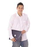 Estudiante asiático que sostiene un ordenador portátil Imagen de archivo libre de regalías
