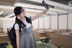Estudiante atractivo que toma el autorretrato Foto de archivo