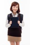 Estudiante bastante asiático de Yong que estudia con PC de la tableta Foto de archivo