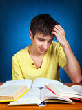 Estudiante cansado con libros Imágenes de archivo libres de regalías