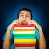 Estudiante cansado con libros Imagen de archivo libre de regalías