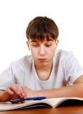 Estudiante cansado con un libro Imagen de archivo libre de regalías
