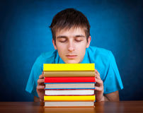 Estudiante cansado con un libro Imagen de archivo