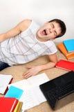 Estudiante cansado en el sofá Fotografía de archivo libre de regalías
