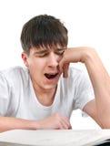 Estudiante cansado que bosteza Foto de archivo libre de regalías