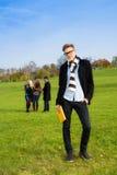 Estudiante confiado en parque Fotos de archivo libres de regalías