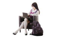 Estudiante chino que trabaja en una computadora portátil. Imagen de archivo libre de regalías