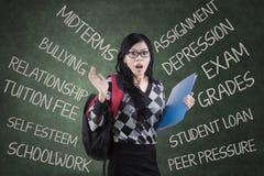 Estudiante chocado que tiene muchos problemas Imagen de archivo