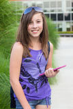 Estudiante con el E-Libro Fotografía de archivo
