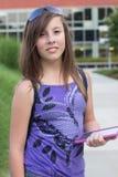Estudiante con el E-Libro Fotos de archivo libres de regalías