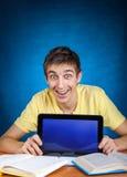 Estudiante con el ordenador de la tablilla Fotografía de archivo libre de regalías