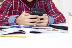 Estudiante con el teléfono móvil Imágenes de archivo libres de regalías
