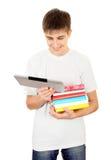 Estudiante con libros y tableta Imagen de archivo