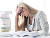 Estudiante con los libros y las notas Imagenes de archivo