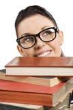 Estudiante con los vidrios detrás de los libros Imagen de archivo libre de regalías
