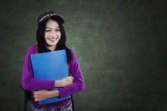 Estudiante con un estilo de la ropa casual en clase Imágenes de archivo libres de regalías